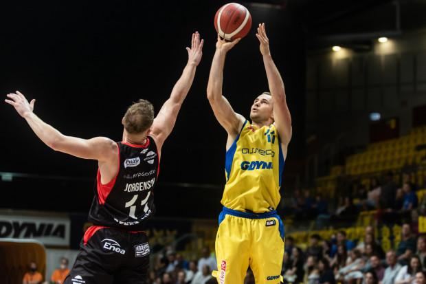 W pojedynku najskuteczniejszych koszykarzy w zespołach Bartłomiej Wołoszyn okazał się lepszy od Paula Jorgensena, ale w meczu Asseco Arka Gdynia - Enea Abramczyk Astoria Bydgoszcz wysoko wygrali goście.