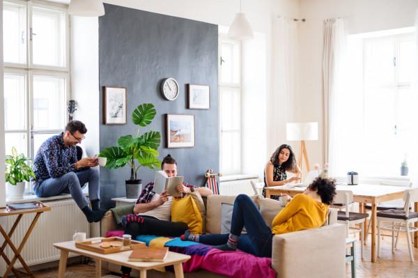 Wielu studentów decyduje się wynajmować mieszkanie większą grupą, by płacić mniej.