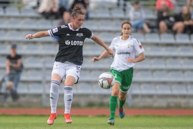 Po czterech meczach bez gola i punktu, piłkarki AP Lotos doczekały się pierwszego zwycięstwa w sezonie. Aneta Plotzka (na zdjęciu) uważa, że teraz powinno być już tylko lepiej.
