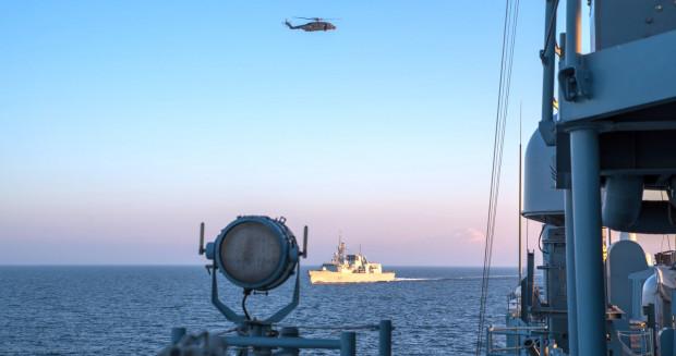 """Na zdjęciu marcowe ćwiczenia Passex, w których brał udział m.in. ORP """" Gen. K. Pułaski"""". Marynarze przez kilka dni szkolili się z manewrowania, obrony przeciwokrętowej i przeciwpowietrznej oraz zwalczania okrętów podwodnych."""