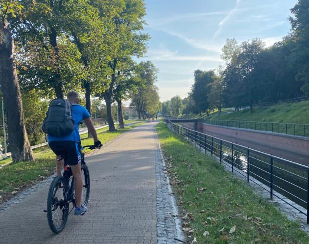 Ścieżka rowerowa z Gdańska do Pruszcza Gdańskiego jest atrakcyjną drogą.