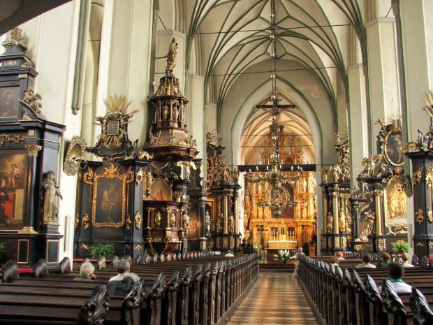 Wnętrze kościoła św. Mikołaja w Gdańsku. Na rynku można kupić falsyfikaty zaświadczeń wydanych rzekomo przez posługujących tu dominikanów.