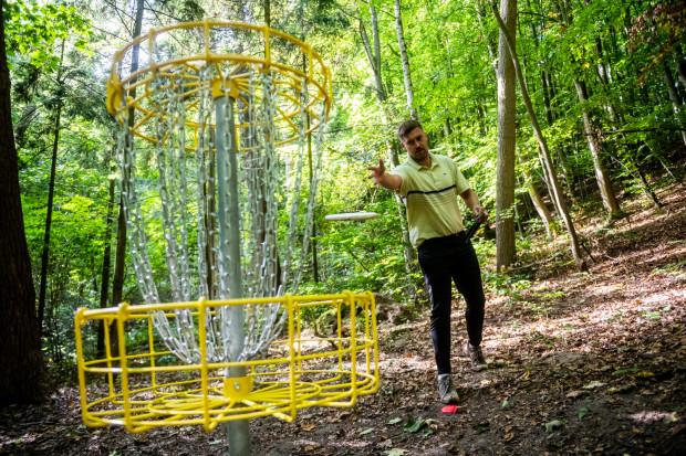 Pole do disc golfa zostanie otwarte w sobotę i mieści się w parku Jaśkowa Dolina w Gdańsku.