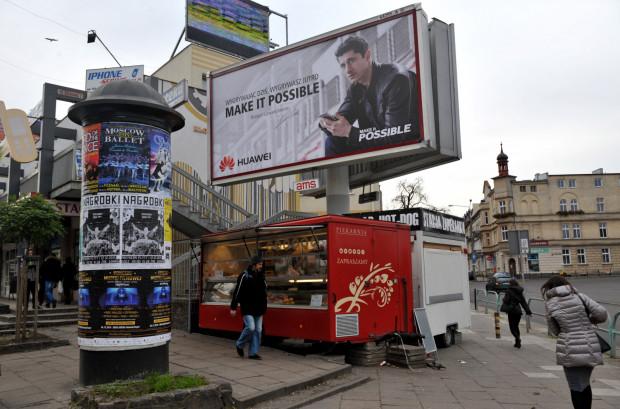 Wkrótce bilbordy, od których zdążyliśmy się już odzwyczaić wrócą na część ulic w Gdańsku. Miasto zarobi na nich 2,2 mln zł i zyska 170 nowych drzew.