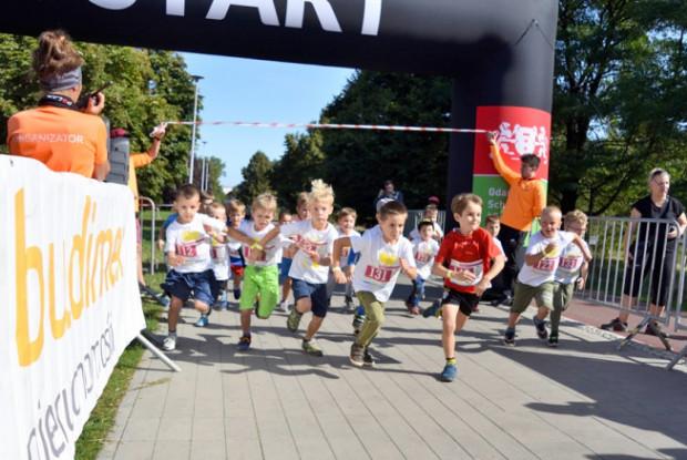 W niedzielę Biegowe GP Dzielnic Gdańska zagości w Kokoszkach. Nie zabraknie startów i atrakcji dla najmłodszych, a także charytatywnych licytacji.