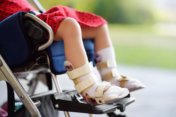 Miejski transport dzieci z orzeczeniem o niepełnosprawności to duże wsparcie dla rodziców i opiekunów.