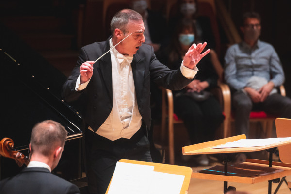 Georg Cziczinadze, dyrektor artystyczny Orkiestry Polskiej Filharmonii Bałtyckiej w Gdańsku.
