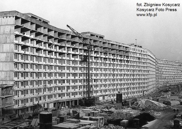 Kończąca się budowa falowca na Przymorzu. Rok 1971 r.