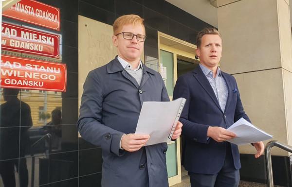 W poniedziałek radni Andrzej Skiba i Przemysław Majewski zorganizowali konferencję pod gdańskim magistratem.