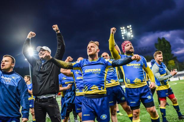 Arka Gdynia odniosła pierwsze zwycięstwo w sezonie. Buldogi sprawiły sobie prezent na 25-lecie klubu.