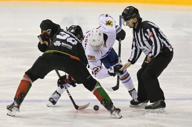 Po wycofaniu się z rozgrywek PHL, seniorski zespół Stoczniowca Gdańsk występuję w I lidze. Po sześciu kolejkach drużyna zajmuje ostatnie miejsce.