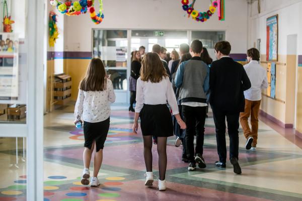 """W ramach kampanii eksperci z fundacji """"Dbam o Mój Z@sięg"""" przygotowali kompleksowy pakiet działań dla uczniów szkół podstawowych (z klas 4-8) i ponadpodstawowych."""