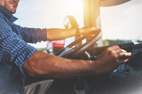 Według analizy Personnel Service w poszczególnych grupach zawodów najwięcej zezwoleń na pracę w Polsce otrzymali kierowcy samochodów ciężarowych (33 tys.).