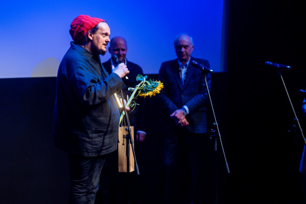 """Gościem specjalnym gali otwarcia był triumfator ubiegłorocznych Złotych Lwów, Mariusz Wilczyński, reżyser filmu """"Zabij to i wyjedź z tego miasta""""."""