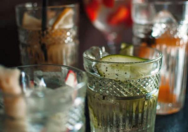 1911 Restaurant specjalizuje się w serwowaniu różnorodnych drinków na bazie ginu i toniku.