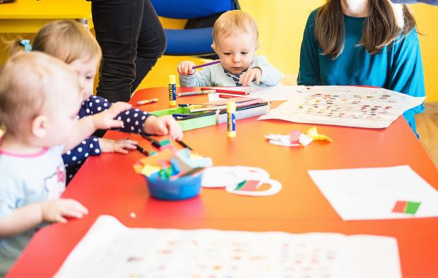 Dzieci w żłobkach mają wypełniony czas zabawami praktycznie od wejścia do momentu odebrania ich przez rodziców.