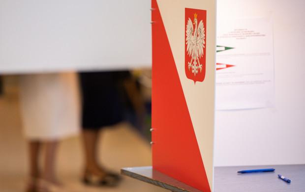 Rozważany jest scenariusz, by termin najbliższych wyborów samorządowych przenieść z jesieni 2023 r. na wiosnę 2024 r. Pozwoliłoby to uniknąć kumulacji z wyborami parlamentarnymi.