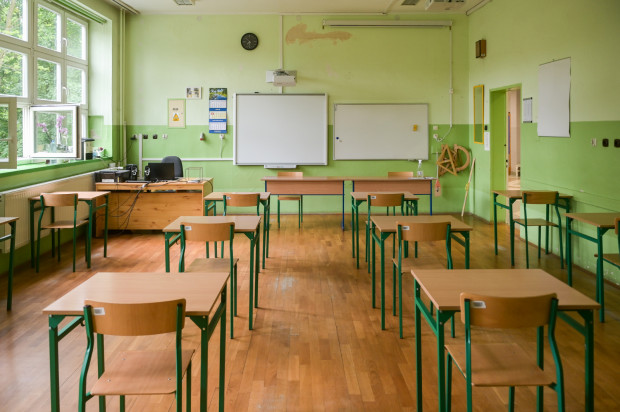 Resort proponuje większe pensje od 1 września 2022 r. Nauczyciel dyplomowany zarobi nawet 7750 zł.