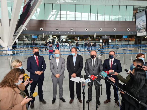 Właściciele gdańskiego lotniska mówią wprost: podwyżki uderzą w pasażerów i będą gwoździem do trumny polskiej branży lotniczej.