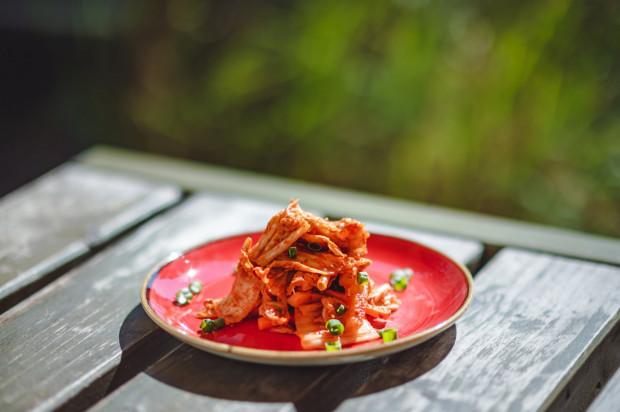 Kimchi - jedno z najzdrowszych dań na świecie. Jako przystawkę możemy go spróbować w Haosie.