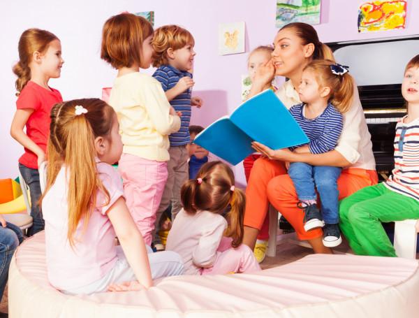 Ważne, żeby nie przerywać nauki języka obcego po skończeniu dwujęzycznego przedszkola, tylko zapewnić dziecku regularny kontakt z językiem także później.