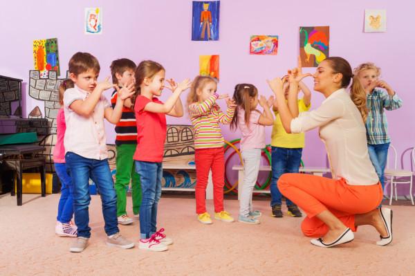 Dzieci najlepiej uczą się poprzez zabawę. Nauka języków obcych powinna być przyjemnością.