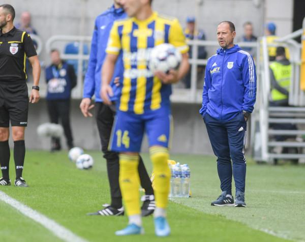 Dariusz Marzec nie zamierza chować się zawodnikami. - Jeżeli coś jest nie tak, nie boję się odpowiedzialności, ja jestem kapitanem na tym okręcie - mówi.