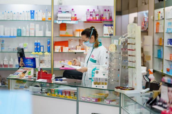 Farmaceuci i platformy monitorujące ruch apteczny dostrzegają duże zainteresowanie szczepionkami przeciw grypie.