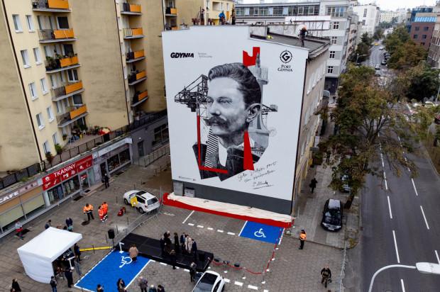 Uroczystość odsłonięcia muralu Tadeusza Wendy w Gdyni