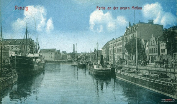 Widok z mostu na Nową Motławę. Po lewej Wyspa Spichrzów, po prawej Szafarnia, na wprost - Ołowianka. Pocztówka z 1910 r. zamieszczona na portalu Fotopolska.eu