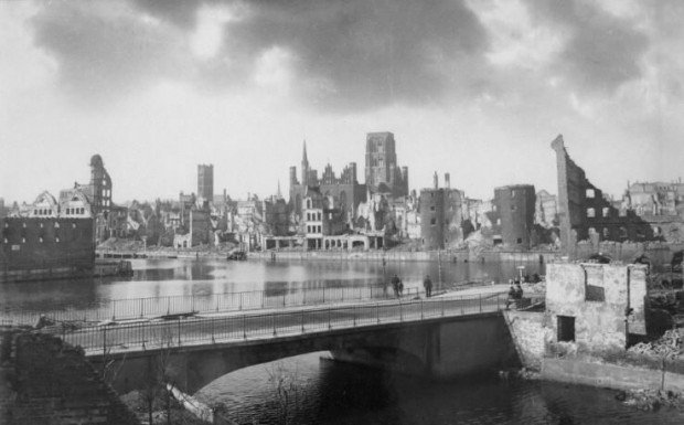 Ruiny Gdańska w marcu 1945 roku. Za Gdansk.pl