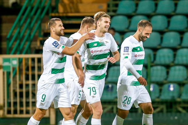 Flavio Paixao (nr 28) strzelił 2 gole, Kacper Sezonienko (79) uzyskał debiutancką bramkę w ekstraklasie, a Łukaszowi Zwolińskiemu (9) z trzech trafień w Łęcznej zaliczono tylko jedno.