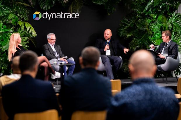 Kilkadziesiąt osób wzięło udział w spotkaniu zorganizowanym przez gdański oddział firmy Dynatrace, poświęconym przyszłości rynku prac, z uwzględnieniem najnowszych technologii i rozwiązań, takich jak robotyka i sztuczna inteligencja.