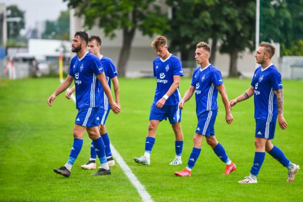 Piłkarze Bałtyku Gdynia przegrali w Środzie Wielkopolskiej 2:3 (1:1) po dwóch kuriozalnych bramkach.