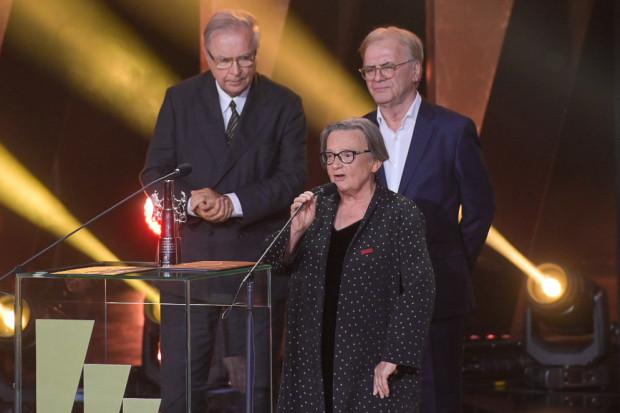 Agnieszka Holland podczas odbierania Platynowych Lwów zaapelowała o pomoc uchodźcom koczującym na granicy polsko-białoruskiej.