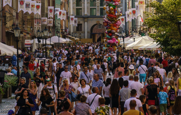 Ostatniego lata do Trójmiasta ściągnęły tłumy turystów. To jednak zbyt mało, żeby odrobić straty spowodowane przez pandemię koronawirusa.