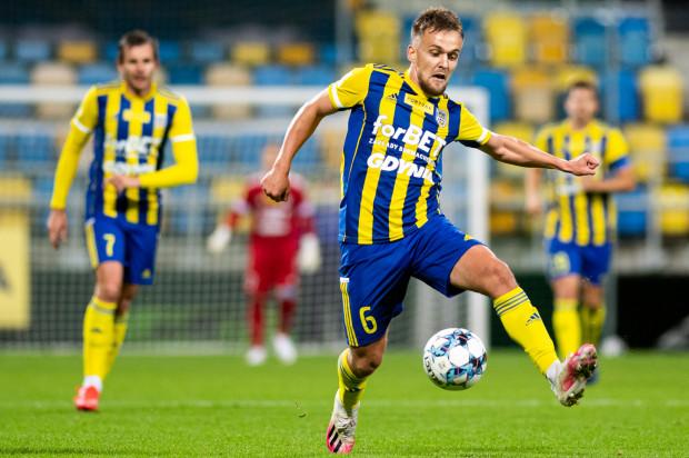 Sebastian Milewski rozegrał pierwszy oficjalny mecz po 5 miesiącach przerwy. W Arce Gdynia zadebiutował, choć nie był to jego pierwszy występ na stadionie przy ul. Olimpijskiej.