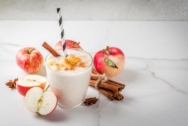Desery z wykorzystaniem jabłek mogą być ciekawą alternatywą dla niezdrowych przekąsek.