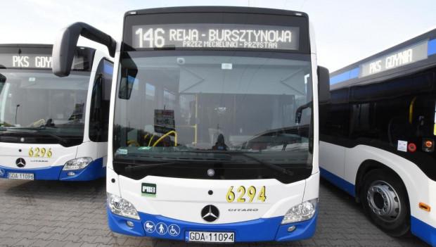 Linia 146 jeździ w soboty z Gdyni do Rewy co godzinę. Bez pomocy kierowcy, pasażerowie - jak piszą - mogliby zapomnieć o udanej wycieczce.