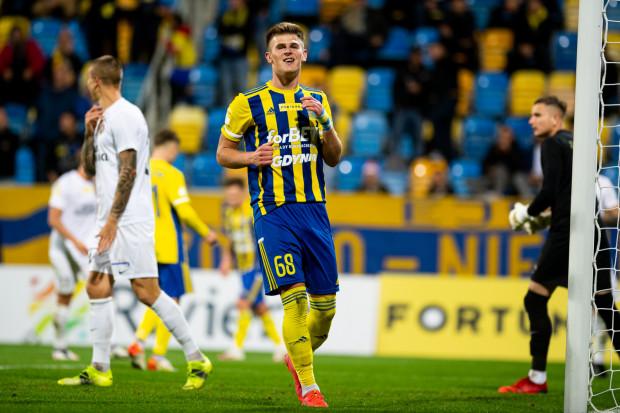 Arka Gdynia ma pożytek z Karola Czubaka. Napastnik strzelił pięć goli w ośmiu meczach dla żółto-niebieskich.