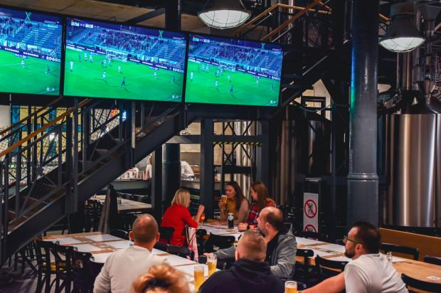 Wydarzenia sportowe w gronie przyjaciół, przy doskonałym piwie rzemieślniczym? W Nowym Browarze Gdańskim jest to możliwe!