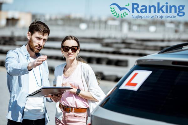Prawo jazdy warto mieć. Wielu pracodawców wymaga od potencjalnych kandydatów przynajmniej kategorii B.