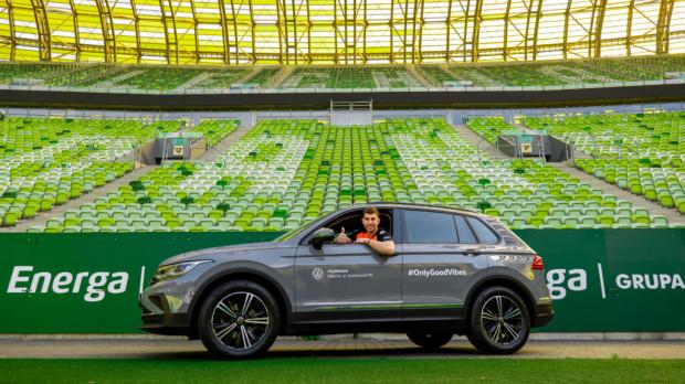 Dusan Kuciak za kierownicą VW Tiguana.