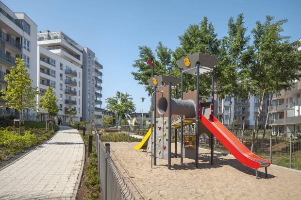 - Wiszące Ogrody to osiedle, którego charakterystyka i lokalizacja zapewniają mieszkańcom bezpośredni dostęp do wielu udogodnień.