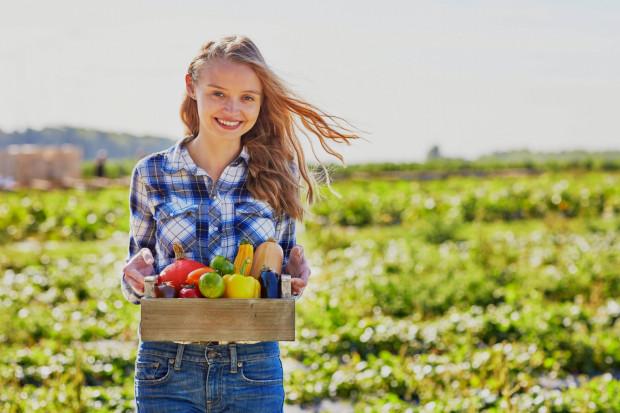 Ekologiczne warzywa i owoce zawierają wiele korzystnych antyoksydantów, które spowalniają procesy starzenia.