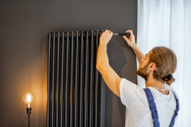 Grzałki elektryczne mogą być zamontowane do grzejników podłączonych do instalacji centralnego ogrzewania.