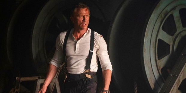 """W """"Nie czas umierać"""" James Bond (Daniel Craig) wróci z emerytury, by domknąć śledztwo w sprawie organizacji S.P.E.C.T.R.E. Będzie tuż musiał stawić czoła nowemu wrogowi, Safinowi (Rami Malek)."""