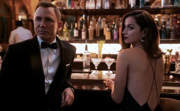 Film Fukunagi to bardzo śmiałe podejście do dotychczasowej roli Jamesa Bonda w światowej popkulturze. Wiele rzeczy tutaj zaskoczy, a wręcz zaszokuje fanów agenta 007.