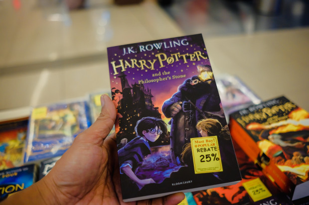 Seria książek z Harrym Potterem wciąż wzbudza w niektórych środowiskach kontrowersje.