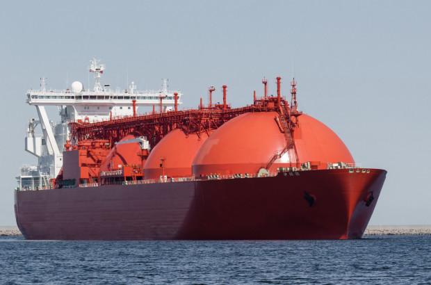 Paliwo LNG transportowane jest wielkimi statkami, a następnie klasycznymi cysternami. Powstająca mobilna stacja ma nieco zmienić system dystrybucji LNG.